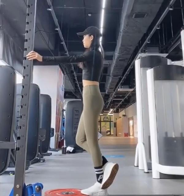 这个必学!1组负重训练+3个伸展操 让妳正确有效瘦小腿!