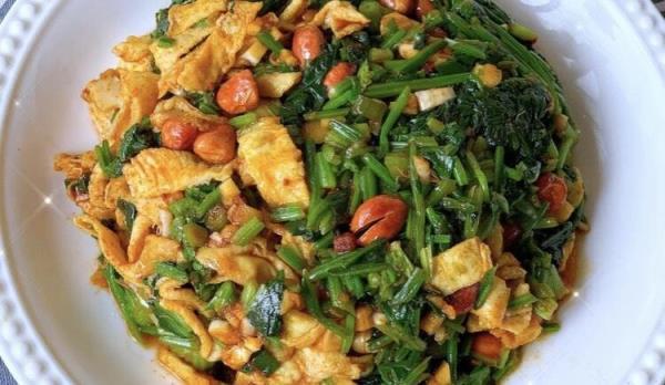 健康低脂!一盘吃完还想再吃的菠菜拌蛋皮食谱来了!