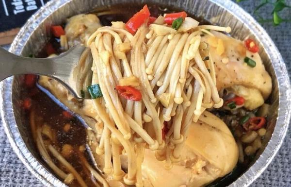 4道低卡蒸煮料理:金针菇蒸鸡腿/肉末蒸蛋/白菜蒸饺/蒜蓉蒸鱼粒
