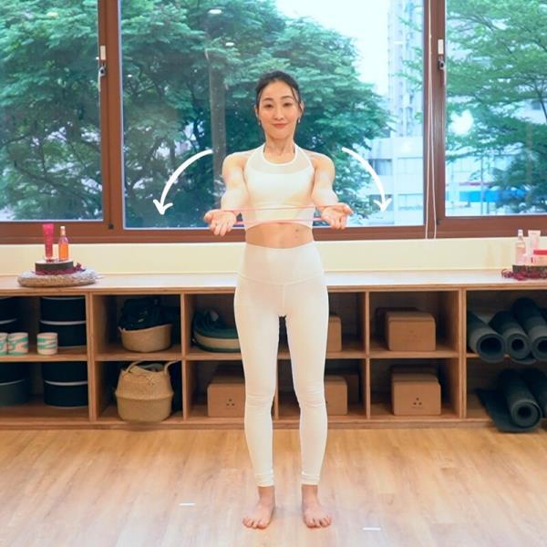 练起来!6组瑜珈弹力带动作 手臂/小腹/大腿 一起瘦,还能翘臀!