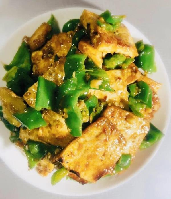 3道低脂家常菜:青椒焖豆腐/葱油鸡/芦笋清炒虾仁料理食谱来了!
