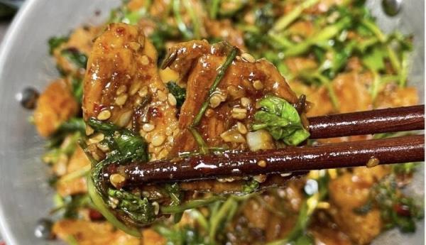3道美味嫩香的低脂鸡胸肉料理:香菜香煎鸡胸肉/黑椒鸡柳口袋饼/扁豆蒜炒鸡丁食谱来了!